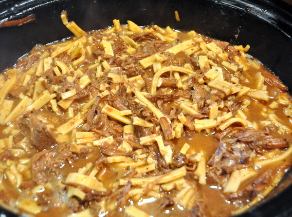 beef and noodles in the slow cooker