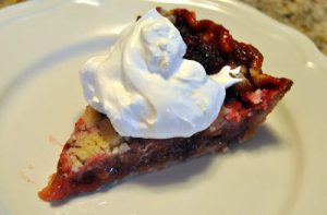 This strawberry rhubarb pie recipe screams spring. And I love the crumble topping. Nothing beats these flavors each spring. #Pie #Rhubarb #Strawberry