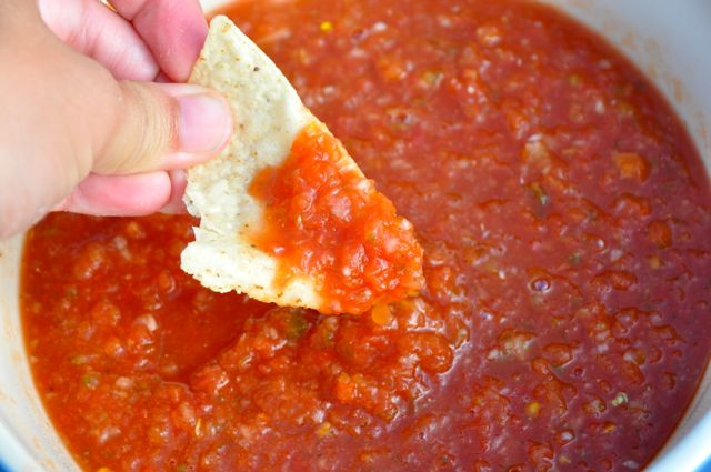 Simple salsa recipe that taste just like Chili's salsa.